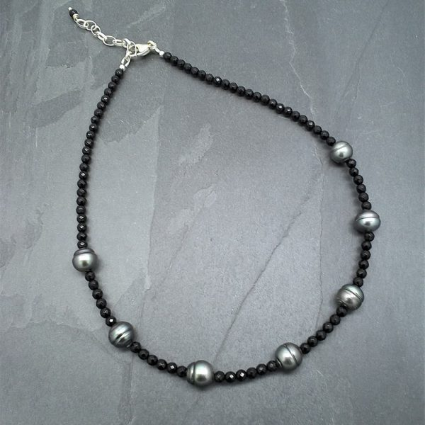Onyx and Tahitian pearl necklace